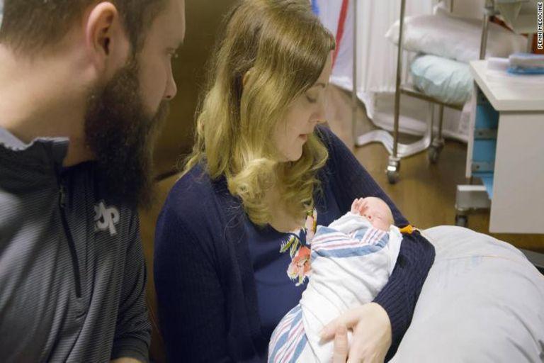 Gracias a un transplante, nació un bebé de un útero cadavérico