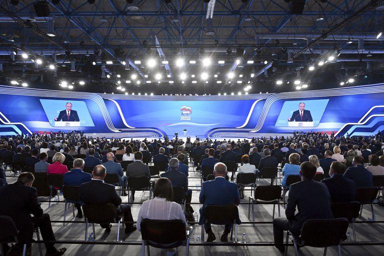 El plenario de Rusia Unida, atento al discurso de Putin de cara a las elecciones legislativas