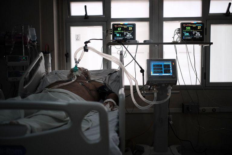 Los intensivistas tienen la difícil tarea de llamar a los familiares para avisar sobre un fallecimiento