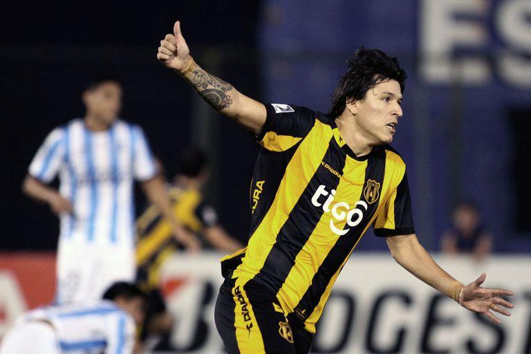 Santander marcó el triunfo para los paraguayos