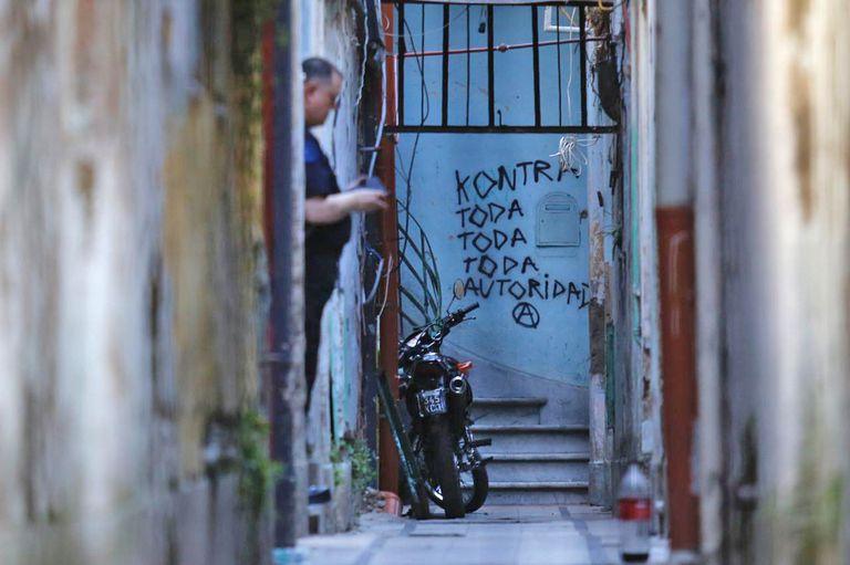 Allanamientos en la casa de San Cristóbal por los atentados con explosivos, lea vivienda está ubicada en Pavón 2345