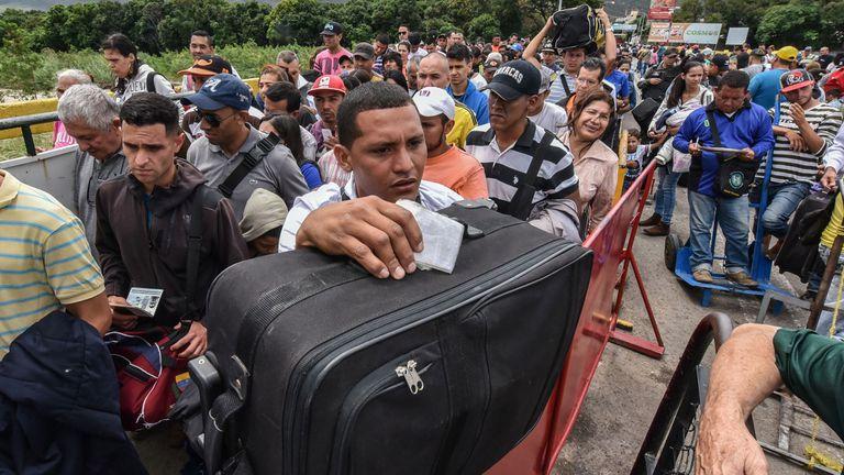 Frontera con Colombia: 50.000 personas cruzaron en los últimos días