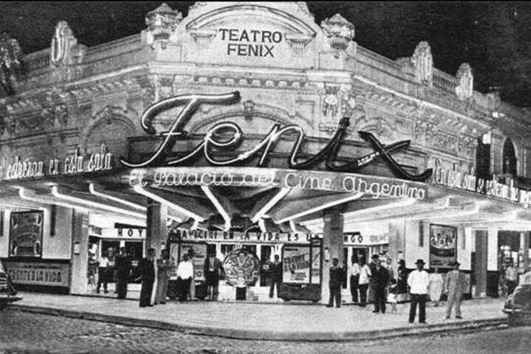 El cine teatro Fénix, ubicado en la esquina de Rivadavia y Pergamino, en Floresta, en los años '40
