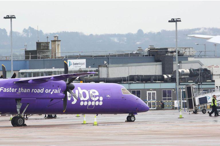 Víctima colateral de la epidemia, la compañía aérea británica Flybe anunció la quiebra