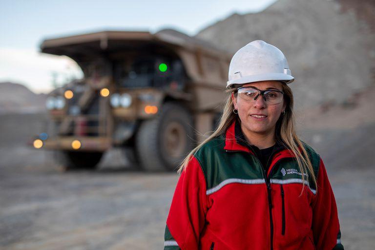Derribando prejuicios: mujeres que trabajan en minería