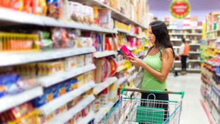 Los precios en los supermercados se incrementan hasta seis veces en la cadena de producción
