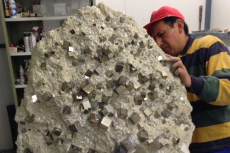 La extracción de esta majestuosa piedra se realiza de forma manual