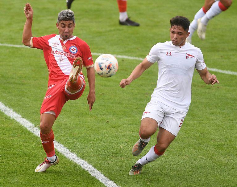 Matías Pisano, titular en Argentinos ante Estudiantes de La Plata, por la 13ra. y última fecha de la Zona 1, con arbitraje de Germán Delfino.