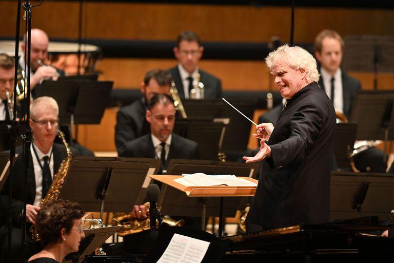 Al frente de la Orquesta Sinfónica de Londres, con quien llega por primera vez al Teatro Colón