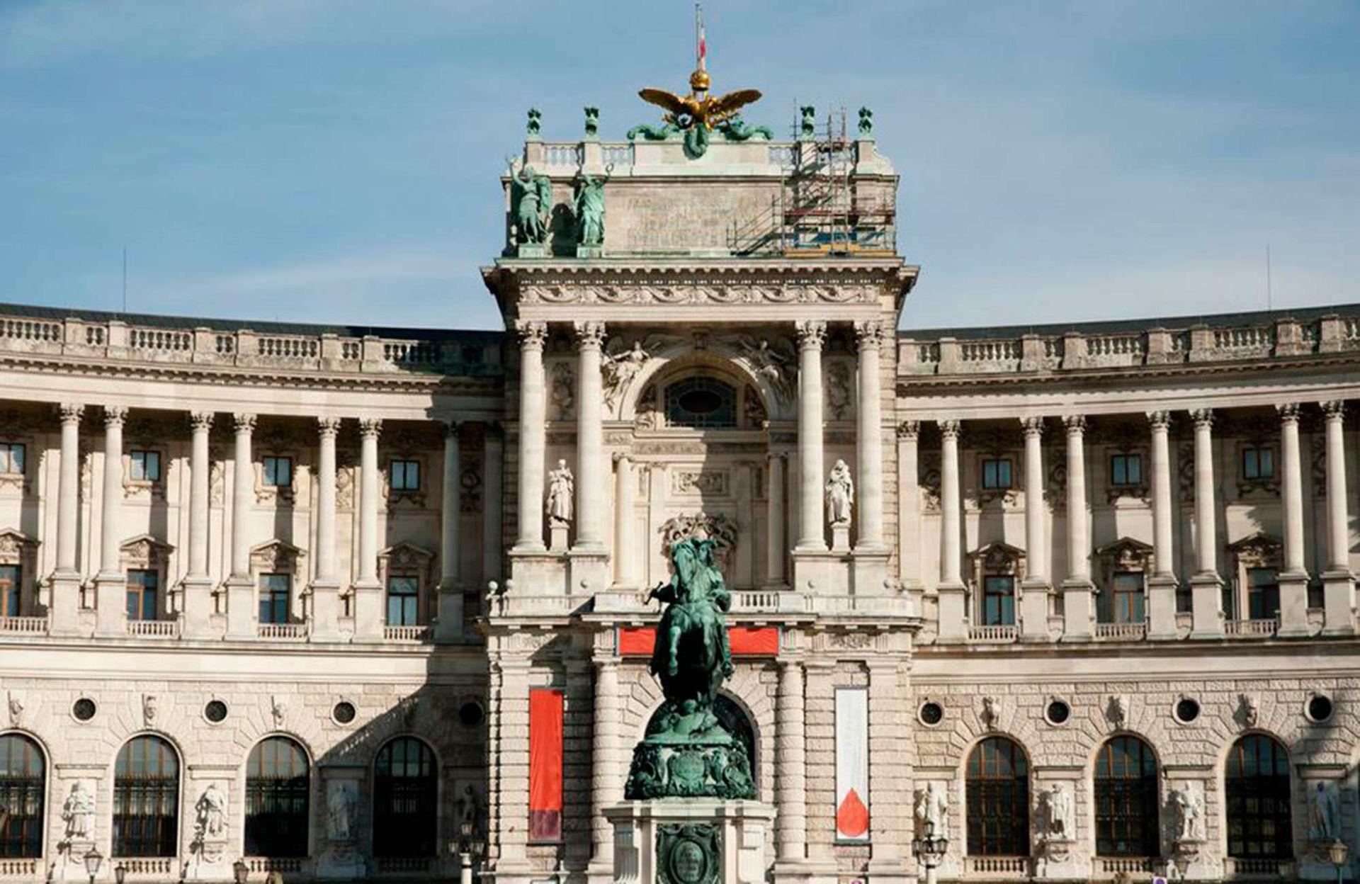 Fachada de la Biblioteca Nacional Austríaca en Viena.
