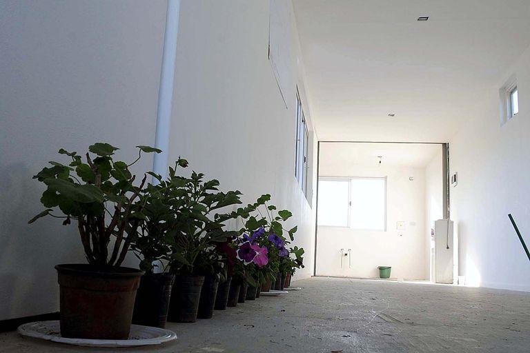Una casa para asistir a las mujeres en situación de violencia de género, fabricada por Astillero Río Santiago con contenedores, comenzó a funcionar en la periferia de la ciudad de La Plata
