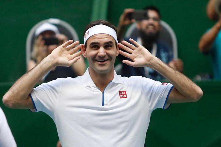 Federer juega con el público en el Parque Roca