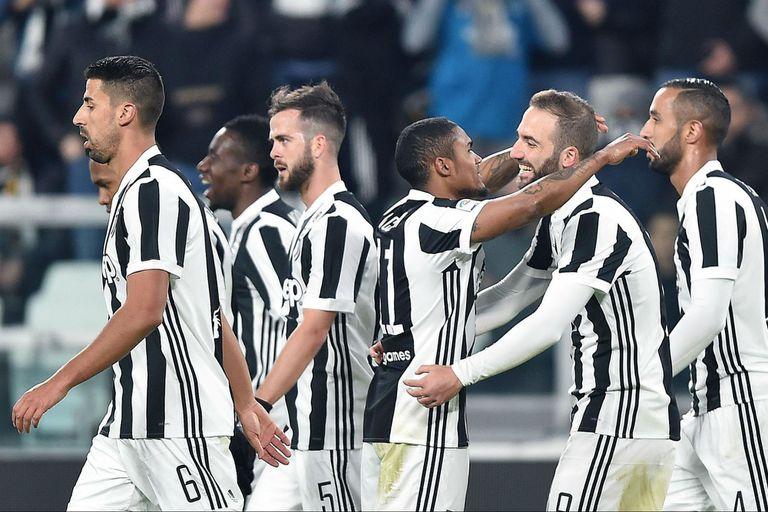 Juventus ganó frente a Genoa y quedó a un punto del líder de la Serie A, Napoli