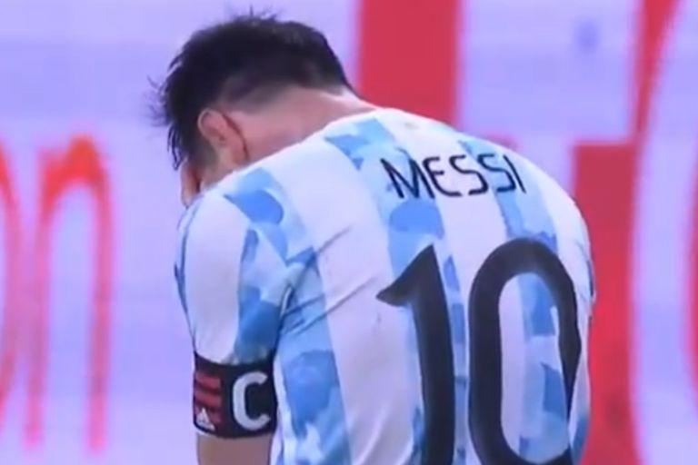 Messi se desplomó tras el pitazo; después, sus compañeros corrieron a abrazarlo para un desahogo grupal