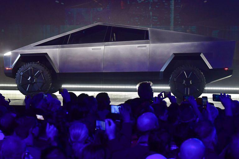 Cybertruck tiene una carrocería de acero, vidrios blindados y una autonomía de 800 kilómetros