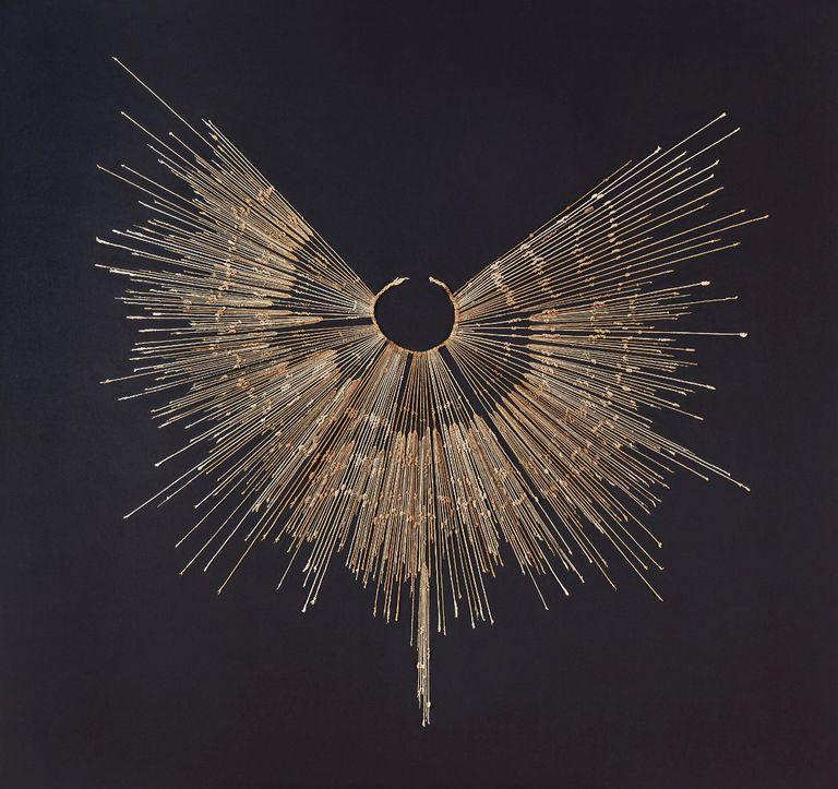 Los khipus sirvieron como dispositivo de registro en los Andes durante más de un milenio, desde la época del Imperio Wari. Los incas adaptaron y modificaron el sistema para fines administrativos