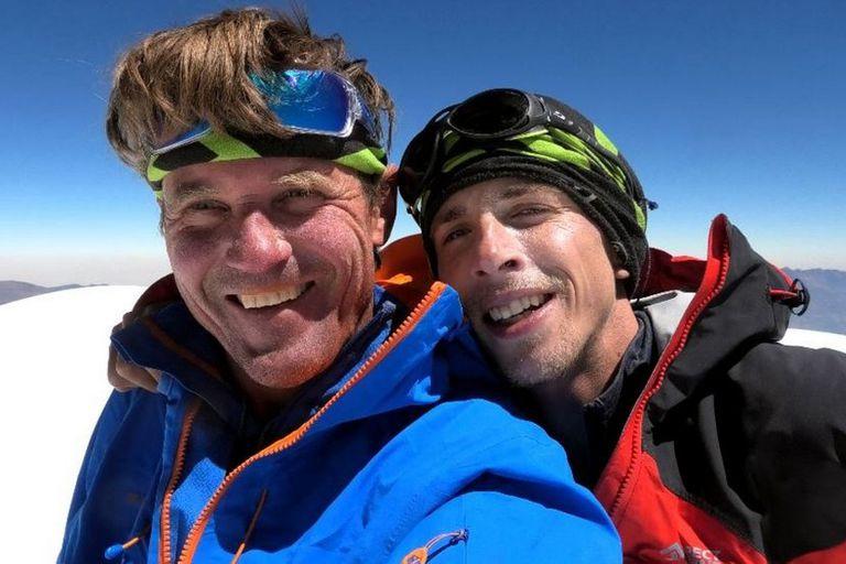 """Dos alpinistas atrapados a 7000 metros: """"Esperamos un milagro; Dios nos ayude"""""""
