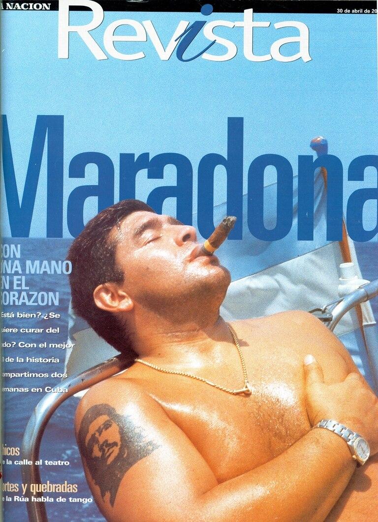 Año 2000, tratamiento en Cuba: Diego Maradona en una portada de la revista de LA NACION.
