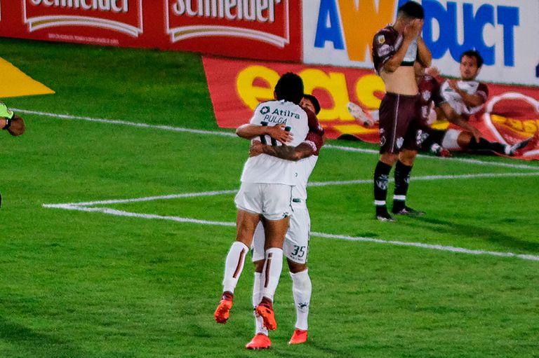 Colón batió a Central Córdoba de Santiago del Estero, con goles de El Pulga Rodríguez y Farías.