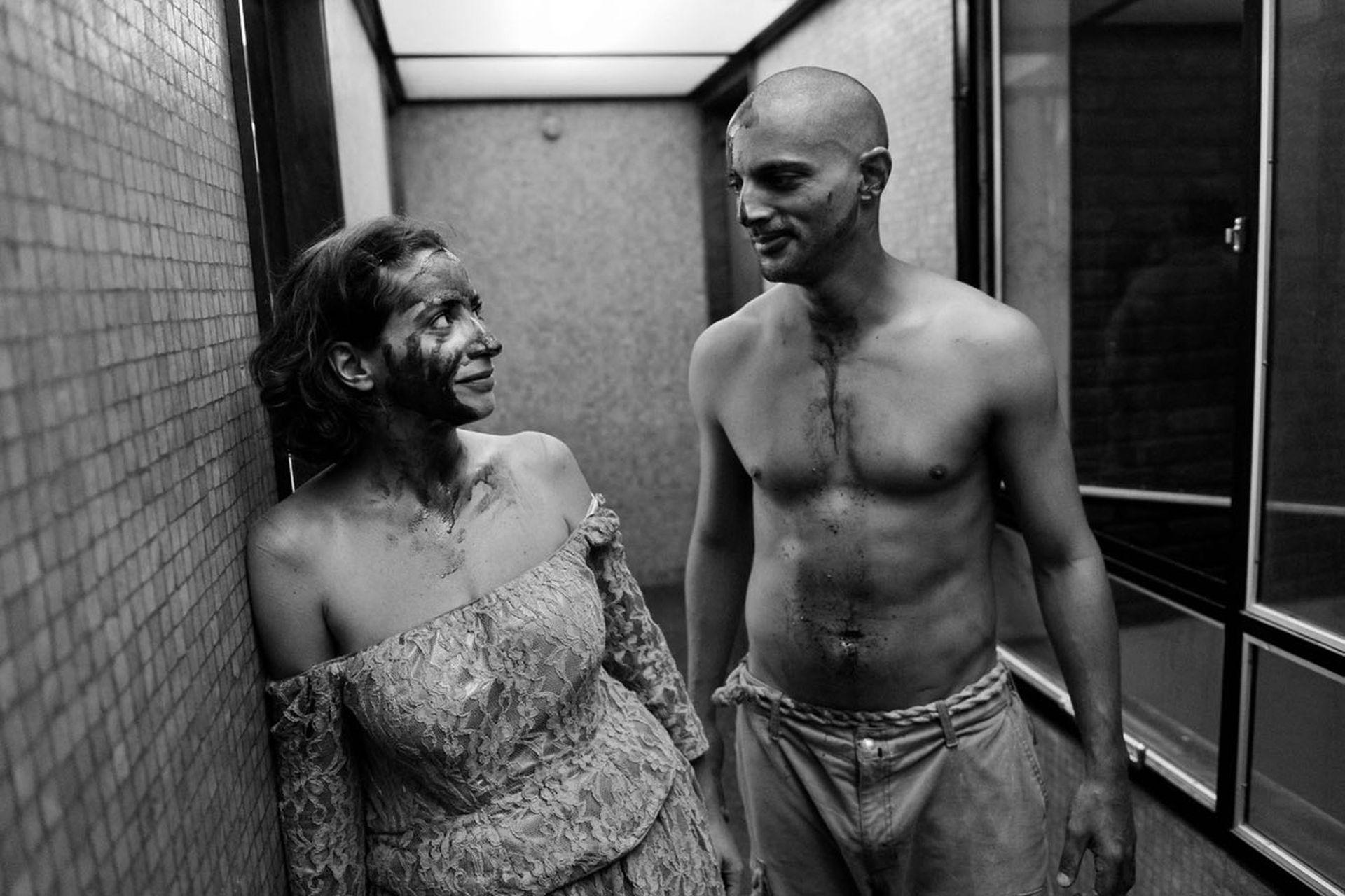 Muriel Santa Ana y Joaquin Furriel. luego de la función de La vida es sueño