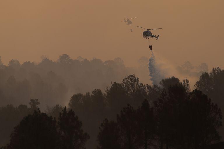 25 evacuados y 4000 hectáreas arrasadas por un nuevo incendio forestal en Córdoba