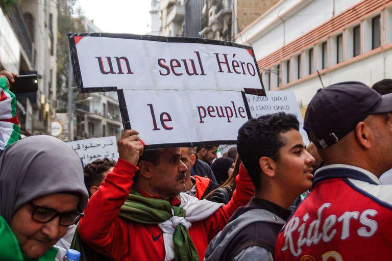 Argelia es el país más extenso del continente africano, tiene 40 millones de habitantes, un Ejército poderoso y reservas de hidrocarburos