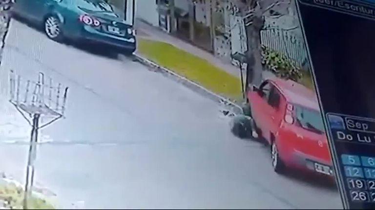 Quiso evitar que le robaran el auto y el ladrón lo arrolló