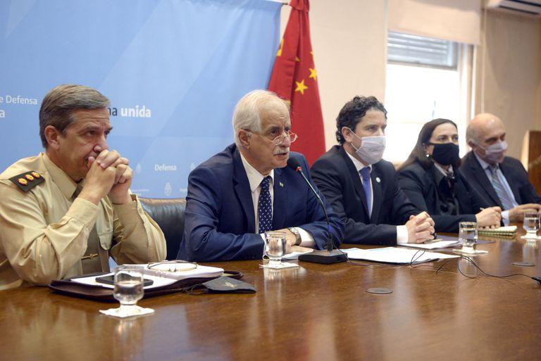 Taiana refuerza la relación con China en materia militar y se evalúa la compra de 12 aviones