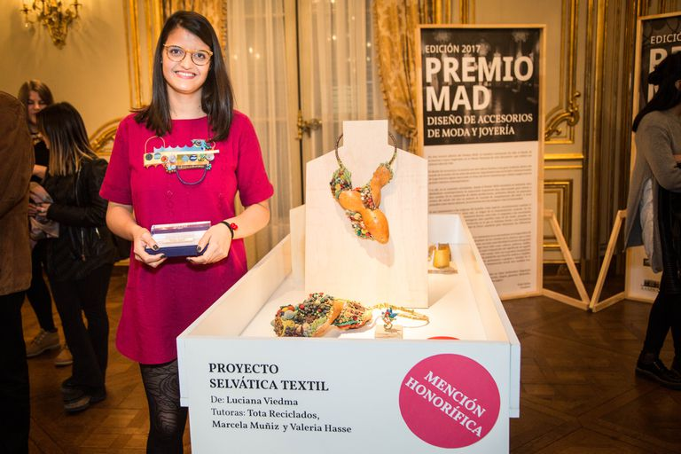 Por sus piezas de joyería textil, Luciana Viedma tuvo el honor de ser mencionada en Premio MAD