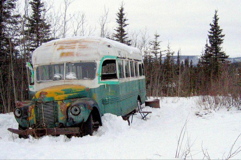 Joven turista muere en Alaska en busca de un colectivo de una icónica película