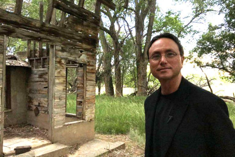 El magnate de bienes raíces Brandon Fugal compró Skinwalker con la intención de revelar la verdad sobre los eventos inexplicables que ocurren en el rancho