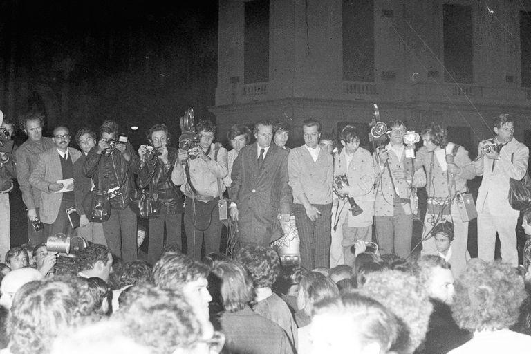 La prensa aguarda frente a la Casa Rosada