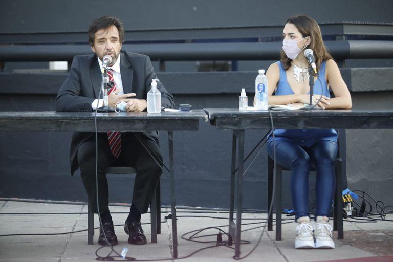 Thelma Fardin junto a su abogado, Martin Arias Duvall