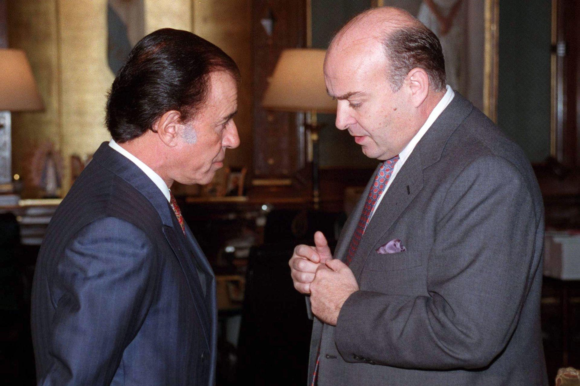 En las gestiones de Carlos Menem y Domingo Cavallo la Argentina envió entre enero y agosto de 1995 varias misiones a La Habana. El 25 de agosto de ese año se puso el número de la deuda: eran US$1278 millones, a los que se les aplicó la tasa Libor más 1,5 puntos porcentuales.