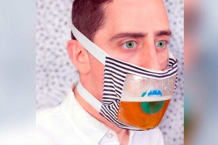 Coronavirus: crearon un insólito barbijo con un dispenser para tomar cerveza