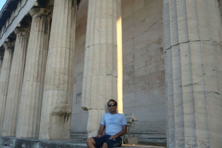 Martín en uno de sus viajes para trabajar a Milán, aprovechó para conocer Grecia