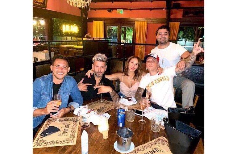 Barby Silenzi y El Polaco cenaron juntos en una reconocida parrilla y posaron abrazados para una foto en Instagram