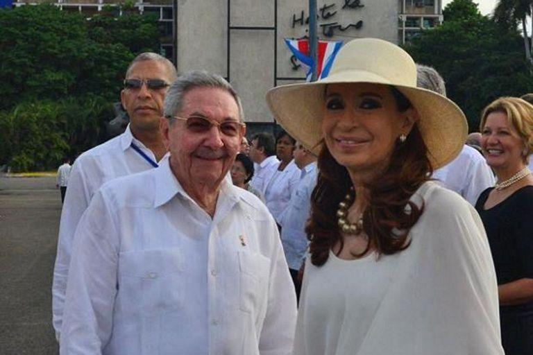 Cristina Kirchner visitó a Raúl Castro en Cuba