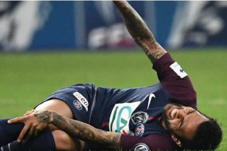 Dani Alves se lesionó y podría quedar fuera del Mundial Rusia 2018