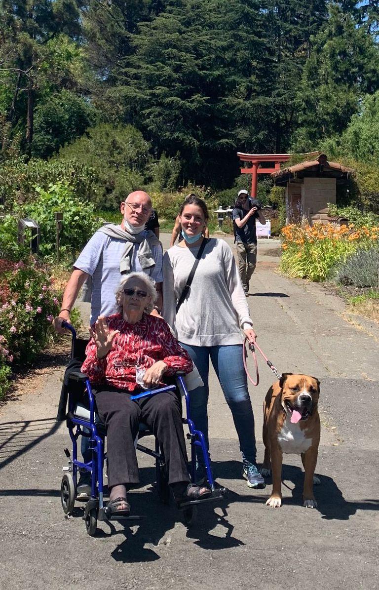 """Su abuela se accidentó en EE.UU. y necesita volver: """"Si no hace rehabilitación, no volverá a caminar"""""""