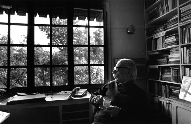 El escritor Ernesto Sabato en su casa de Santos Lugares