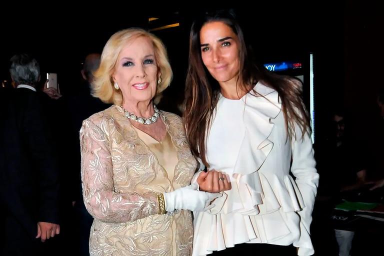 El look de Juana Viale en homenaje a su abuela Mirtha Legrand