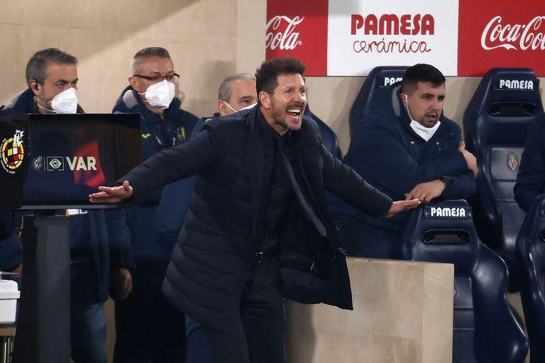 Diego Simeone vivió con su habitual intensidad la victoria de Atlético en la cancha de Villarreal.