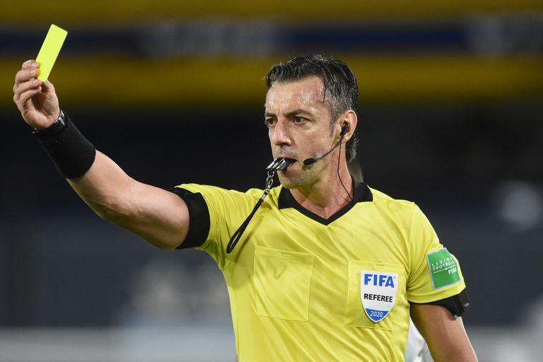 El árbitro brasileño Raphael Claus quedó en el centro de varias polémicas; no amonestó a Nicolás González por el pisotón a Ángel Romero que anularía el gol posterior de Messi.