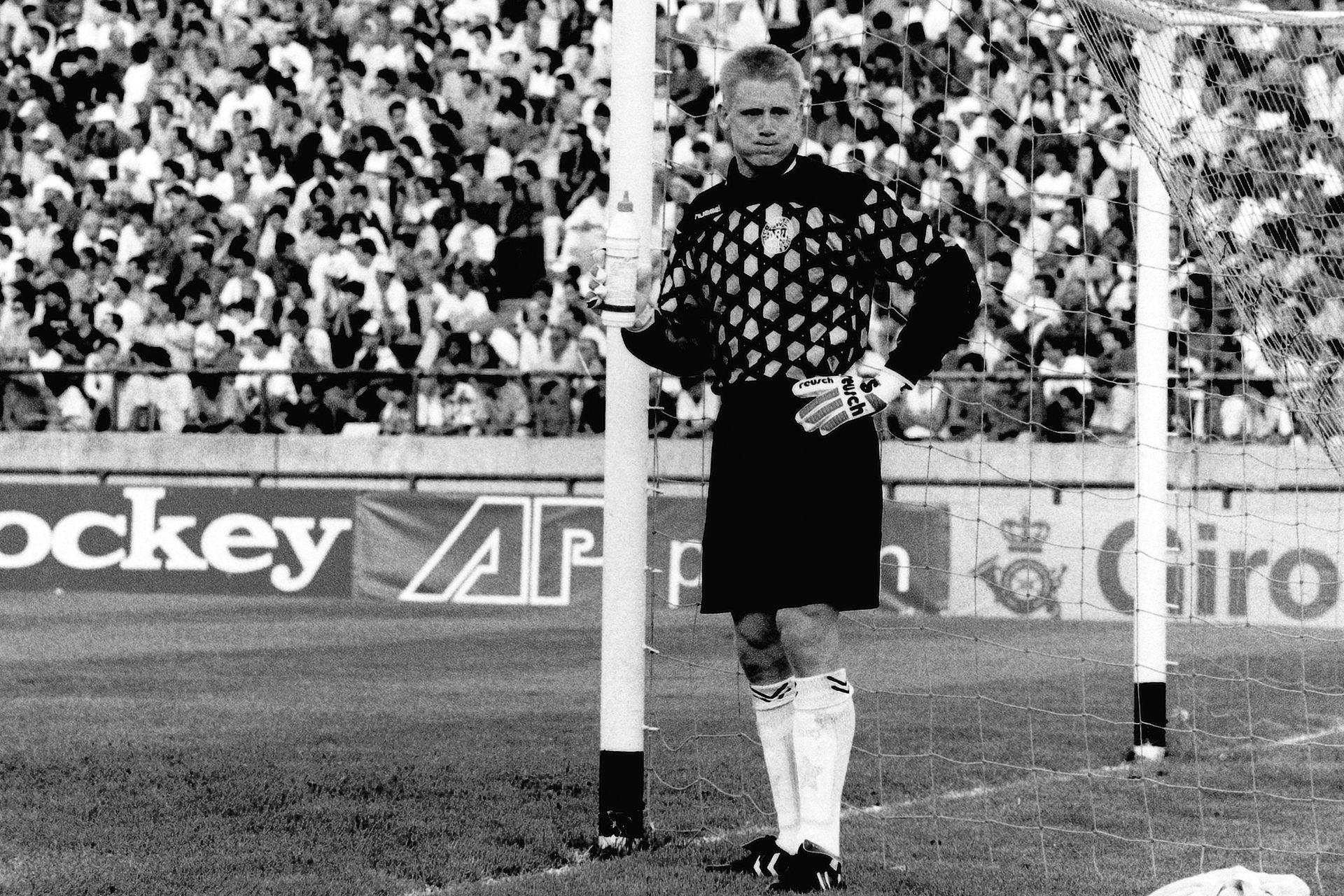 Peter Schmeichel (25 de febrero de 1993): el arquero danés, ganador de la Eurocopa un año antes, perdió el duelo con Sergio Goycochea; en Mar del Plata, tras el 1-1 (goles de Caniggia y Craviotto, en contra), la selección se impuso en los penales 5-4 y Maradona levantó la Copa Artemio Franchi.
