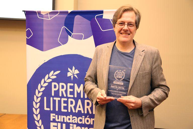 Martin Cristal, ganador del primer premio del concurso literario de la Fundación El Libro