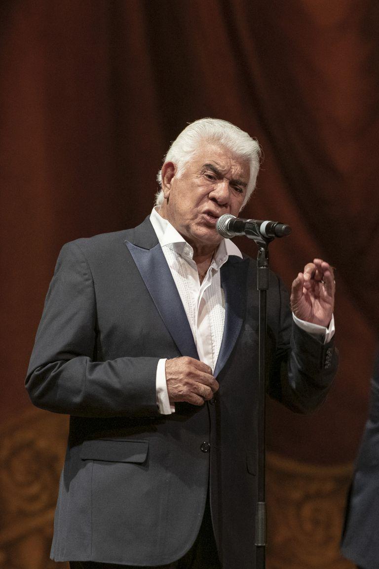 Raúl Lavié, ovacionado en el concierto de homenaje a Piazzolla, en el Teatro Colón