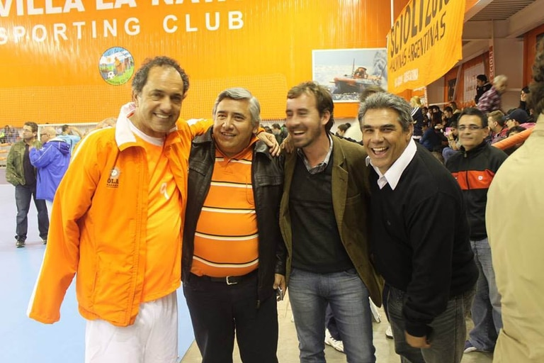 Scioli se vistió de naranja en su visita al Chaco