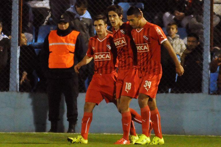 Lucas Albertengo festeja el gol del triunfo para el Rojo