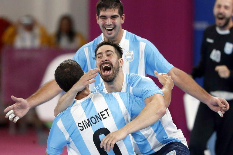 El abrazo de los hermanos Simonet, en un Mundial singular para los Gladiadores